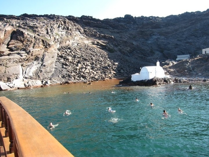 the hot springs in santorini