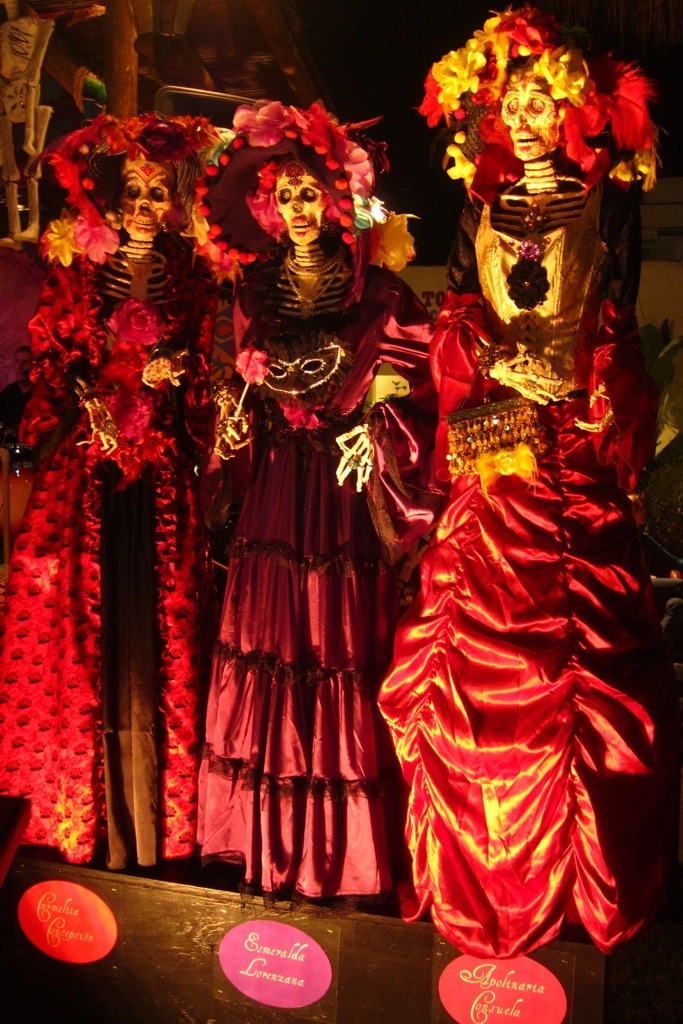 the dia de los muertos festival at old town in san diego