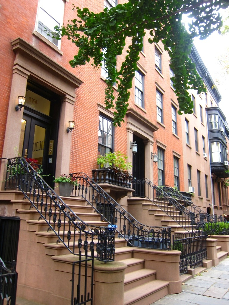 checking out the brownstones of brooklyn heights during a weekend in nyc following a work training in manhattan the previous friday