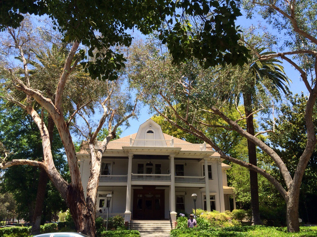 seaver house at pomona college, one of the claremont colleges. lovely amongst the lush trees.
