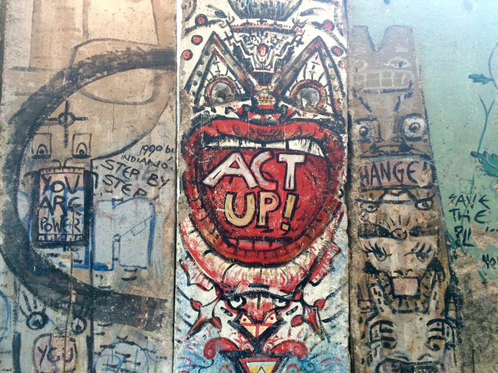 a piece of the berlin wall at the newseum in washington, dc.